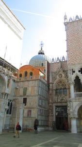 Wavy floor basilica
